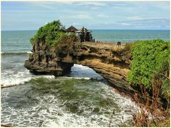 На Бали обсуждают открытие острова для туристов в мае