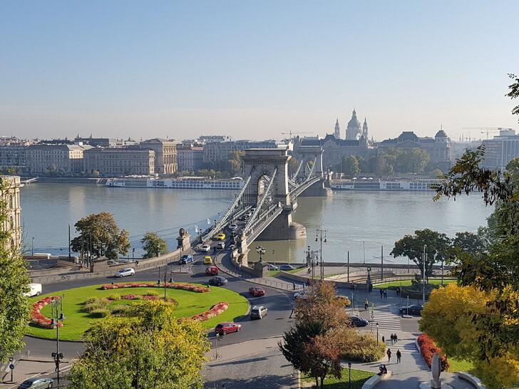 Вид на мост Сечени