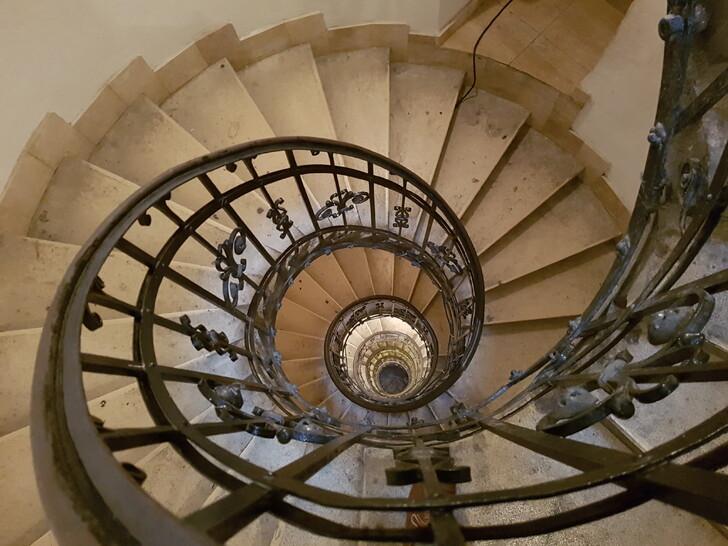 Лестница, ведущая на обзорную площадку базилики святого Иштвана