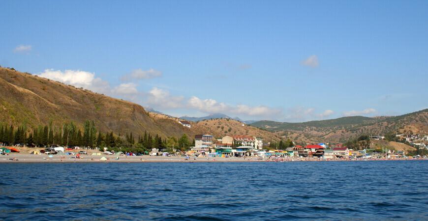 Пляж автокемпинга в пос. Рыбачье в Крыму