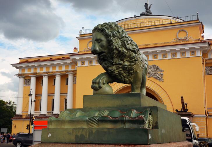 Лев у Адмиралтейства