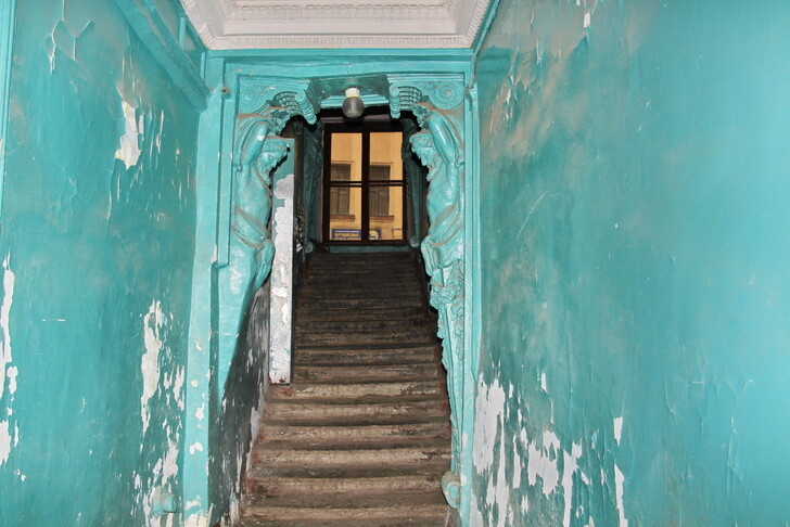 Парадная доходного дома Фуфаевских (ул. Марата, 12)