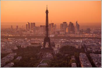 Франция продлила режим ЧС до середины лета