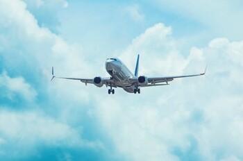 IATA поддерживает ношение масок на борту самолётов, но не согласна с дистанцированием