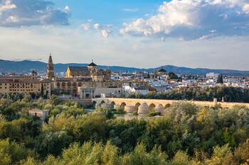 Премьер Испании выступает против быстрой отмены карантина в стране