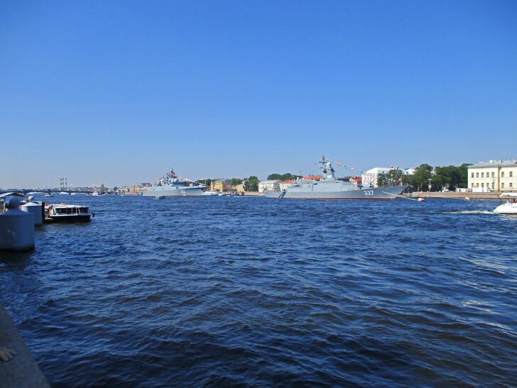 Акватория Невы перед днем ВМФ
