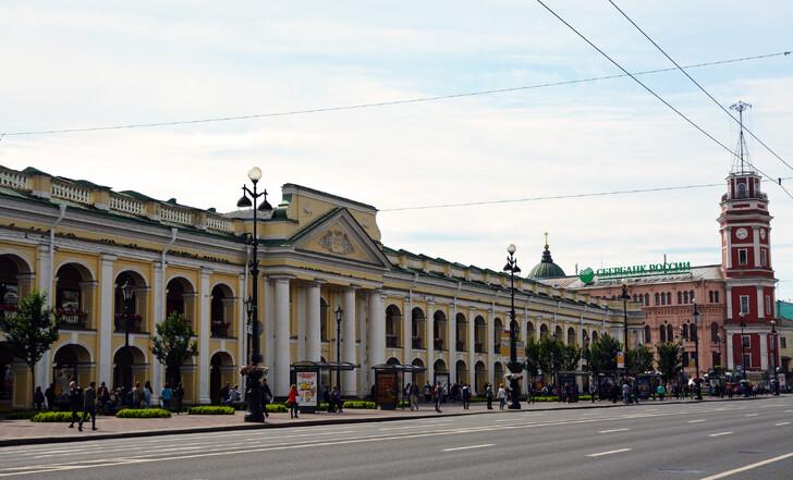 Гостиный двор на Невском проспекте