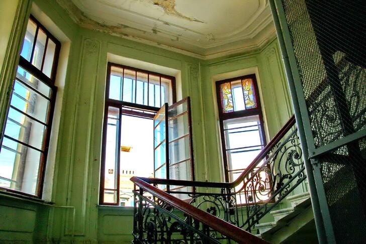 Парадная дома Бака (ул. Кирочная, 24)