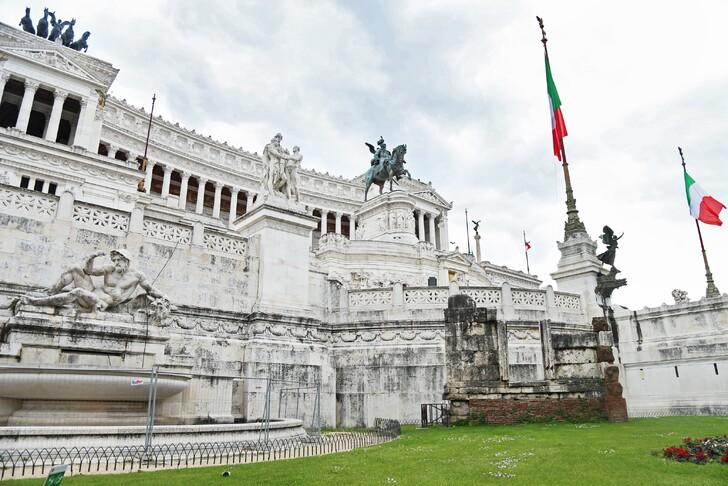 Дворец-монумент Витториано