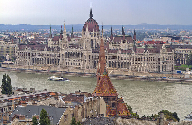 Вид на Венгерский парламент с Будайского холма