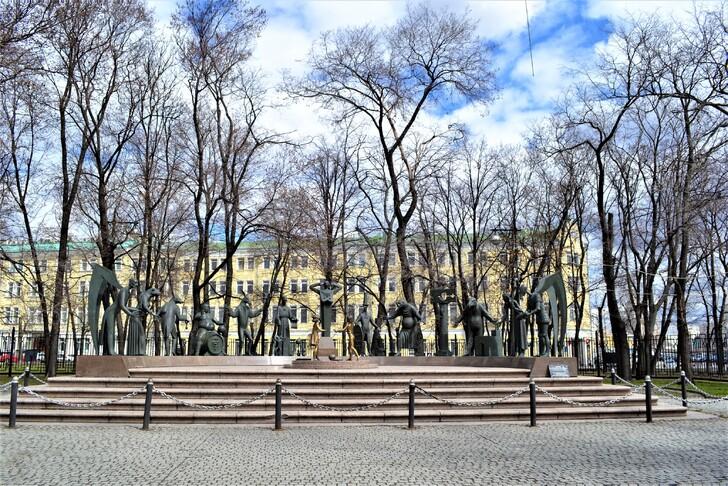 Памятник «Дети — жертвы пороков взрослых»