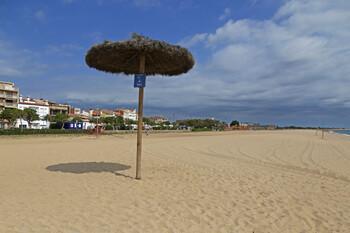 В Греции и Испании открываются пляжи