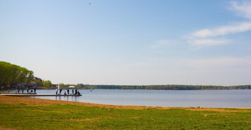 Городской пляж в Солнечногорске на озере Сенеж