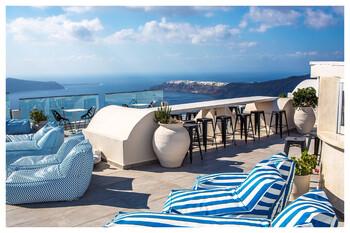 На пляжах Санторини решили установить прозрачные кабинки