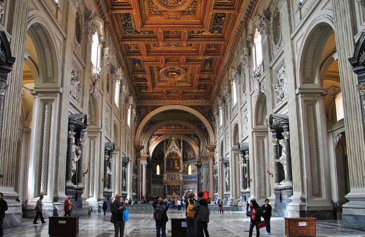 Неф Латеранской базилики