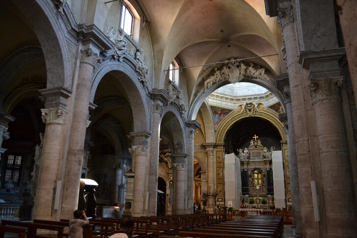 Неф базилики Санта Мария дель Пополо