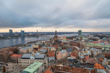 Латвия возобновляет пассажирское сообщение с Литвой и Эстонией