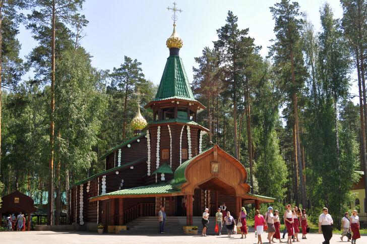 Монастырь во имя Святых Царственных страстотерпцев в урочище Ганина Яма