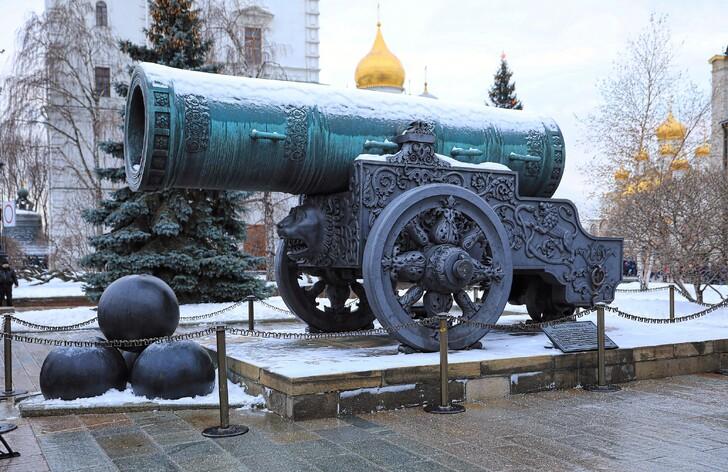 Царь-пушка на Соборной площади Кремля