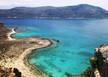 В Греции открылись пляжи