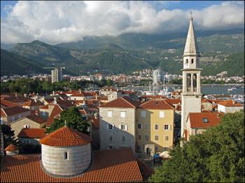 В Черногории сегодня открываются аэропорты