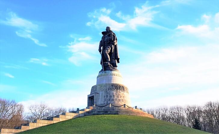 Памятник «Воину-освободителю» в Трептов-парке