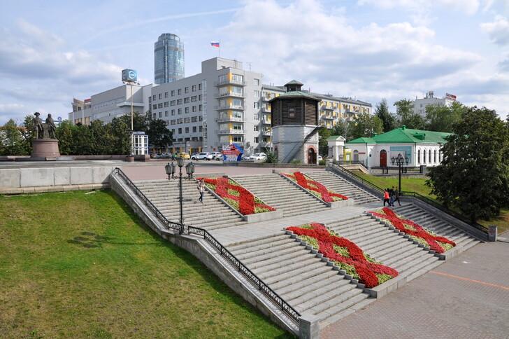 Вид с Плотинки на площадь Труда