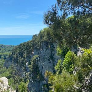 Агурское ущелье и Орлиные скалы