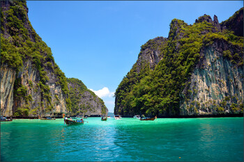 Таиланд будет взимать с граждан налог на выезд из страны