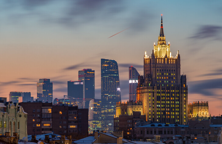 Здание МИД на фоне Москва-сити