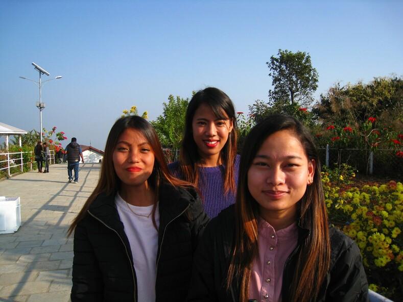Непальские девчата.