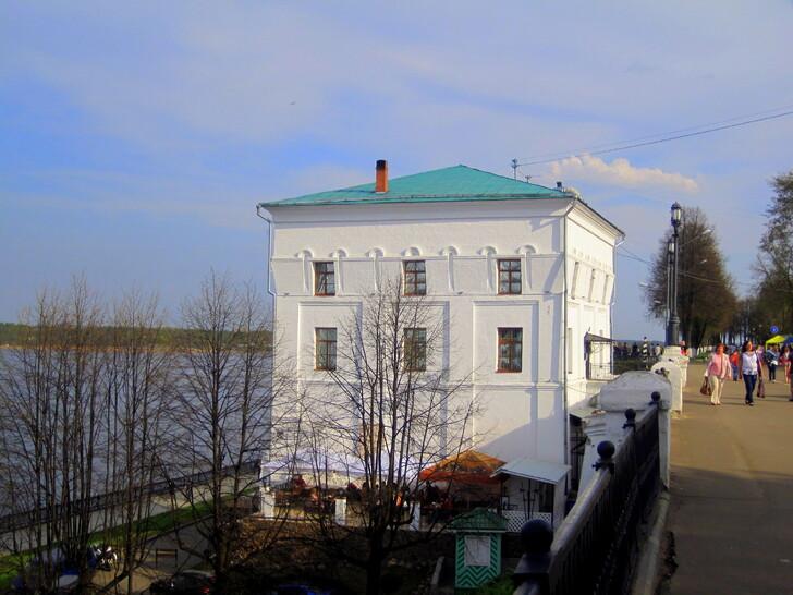 Волжская башня на набережной