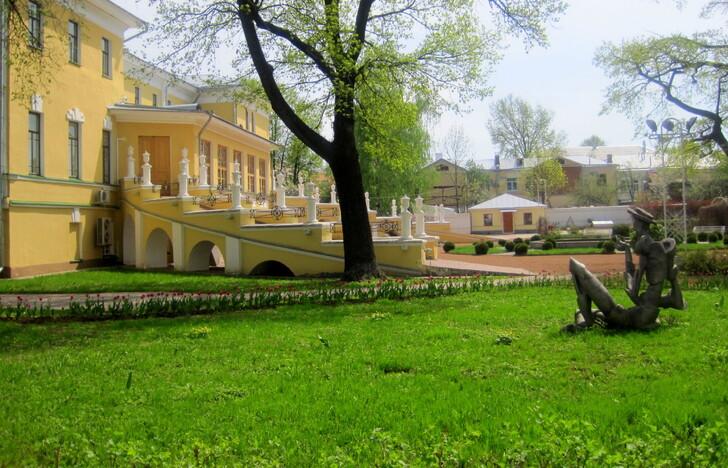 Губернаторский дом и сад