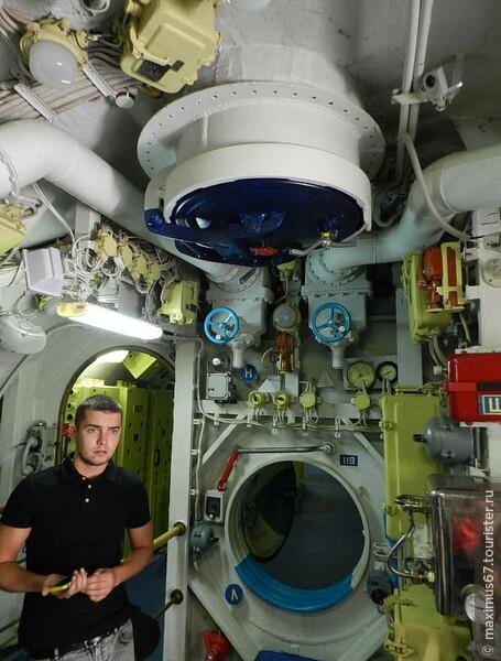 Подводная лодка на Москва-реке