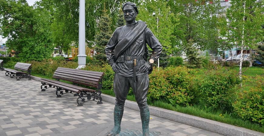 Памятник товарищу Сухову<br/> в Самаре