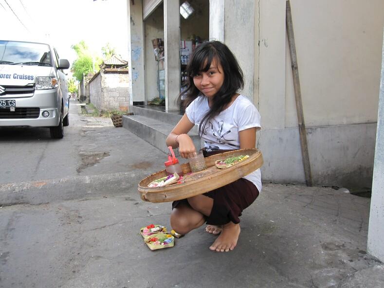 Подношения богам, остров Бали, Индонезия.