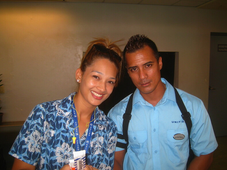 Девушка из авиакомпании United Airlines (Юнайтед Эйрлайнз). Остров Понпеи, Микронезия.