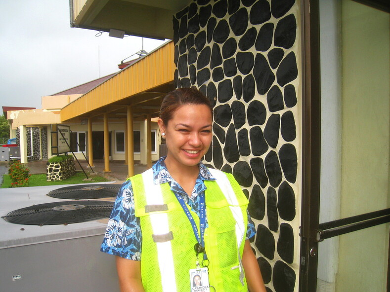 Касанда, девушка из авиакомпании United Airlines (Юнайтед Эйрлайнз). Остров Понпеи, Микронезия.ПРОДОЛЖЕНИЕ СЛЕДУЕТ