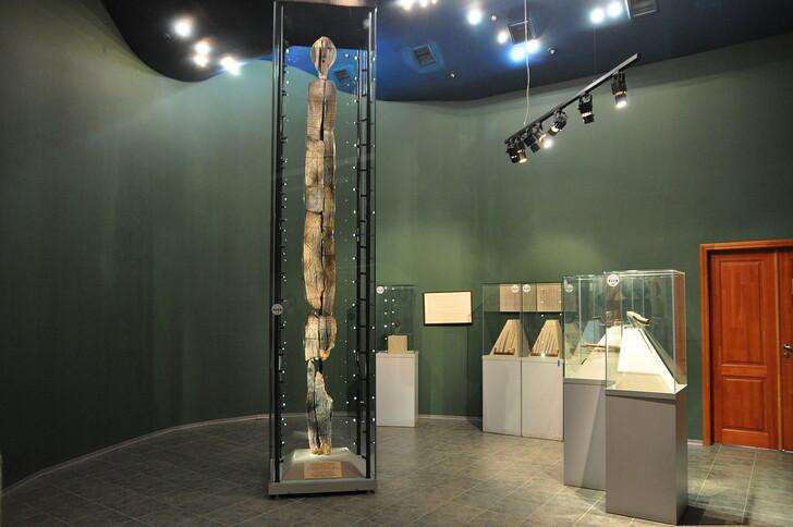 Шигирский идол в Музее истории и археологии Урала
