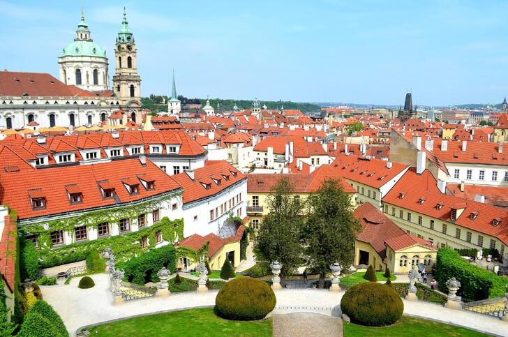 Вид на Прагу из Вртбовского сада