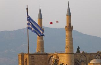 Кипр открывает пешеходные КПП