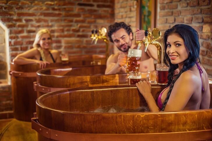 Дубовые бочки для принятия пивных ванн