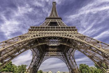 В Париже открылась Эйфелева башня