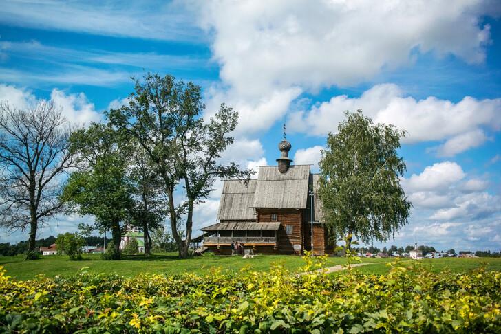 Никольская церковь на территории Суздальского кремля