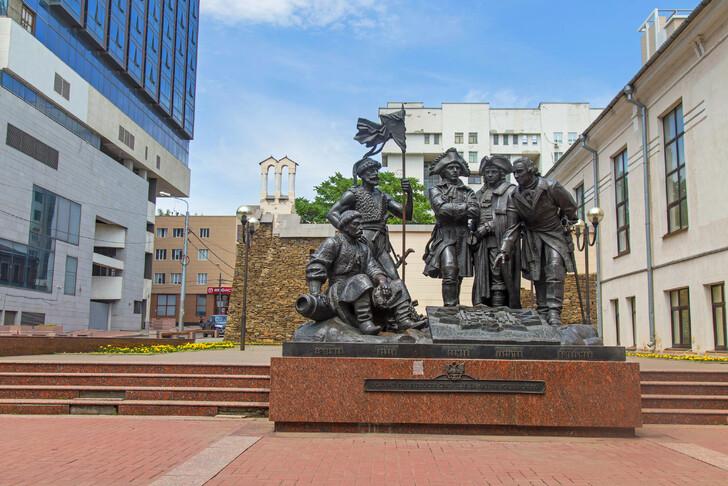 Памятник основателям крепости