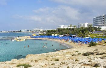 Отельеры Кипра просят власти назначить дату возобновления рейсов из РФ и Британии