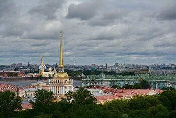 Сады и скверы Петербурга закрыли из-за шторма