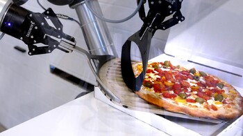 Во Франции открылась пиццерия с роботом вместо повара