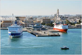 С 1 июля возобновилось паромное сообщение между Италией и Черногорией