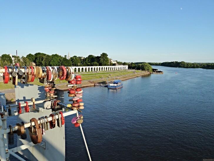 Вид на Ярославово дворище с Кремлёвского моста